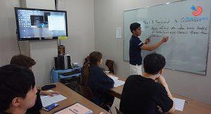 Lớp học nhóm trường Anh ngữ Pines