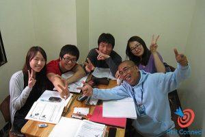 Lớp học nhóm trường Anh ngữ Monol