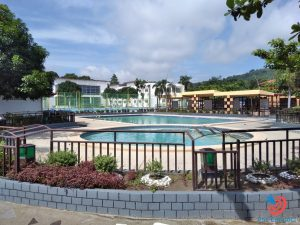 Học cấp 3 ở Philippines - bể bơi tại trường SMEAG