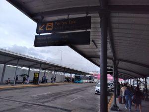 Chờ taxi tại sân bay Cebu